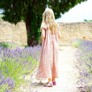 girl, lavender, flowers-1469748.jpg
